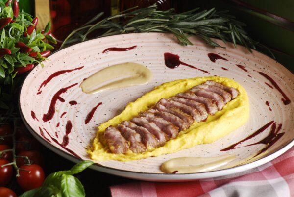 Філе ягняти на картопляно-арахісовому пюре з трюфельним та ягідним соусами
