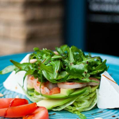 Салат з креветкою, авокадо та сиром Фета