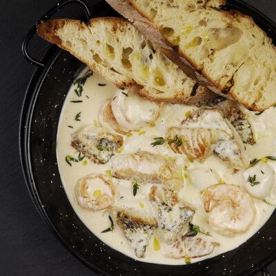 Соте з морепродуктами у вершковому соусі