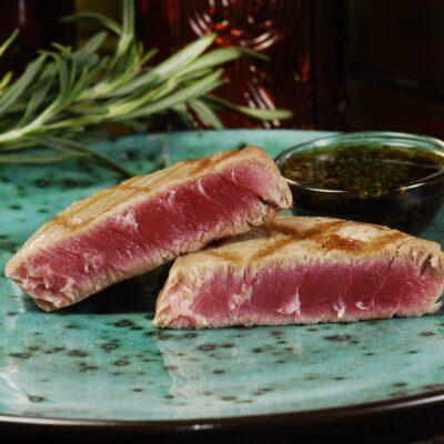 Стейк з тунця з цитрусово-соєвим соусом