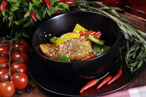 Свинина з овочами у кисло-солодкому соусі