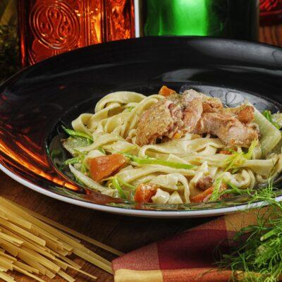 Тальятеле з кроликом та овочами у вершковому соусі