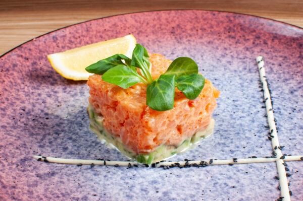 Тартар із лосося та авокадо