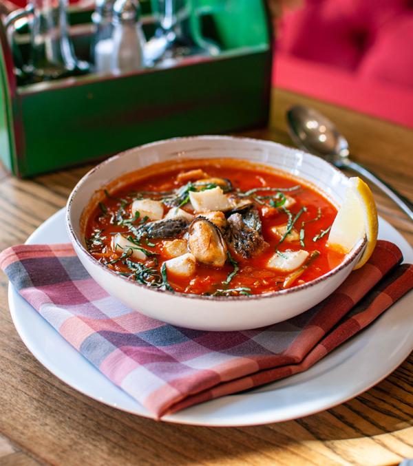 Середземноморський густий рибний суп