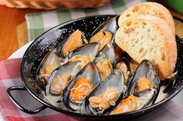 Чилійські мідії у вершковому соусі