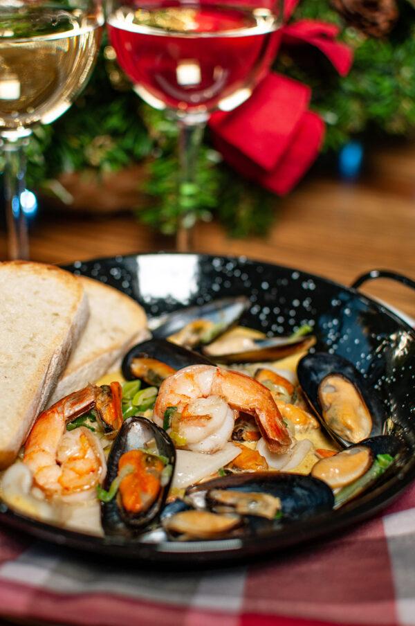 Соте з морепродуктів у шафрановому соусі