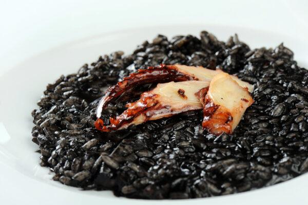 Чорне різото з кальмаром