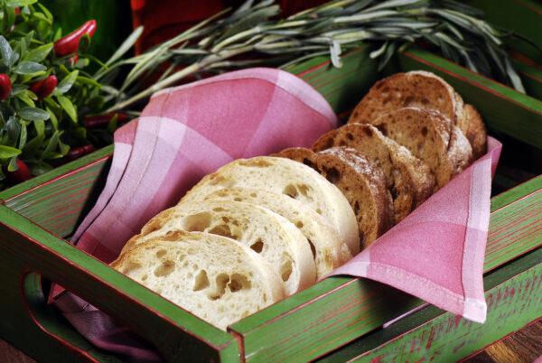 Корзина свіжоспеченого хліба