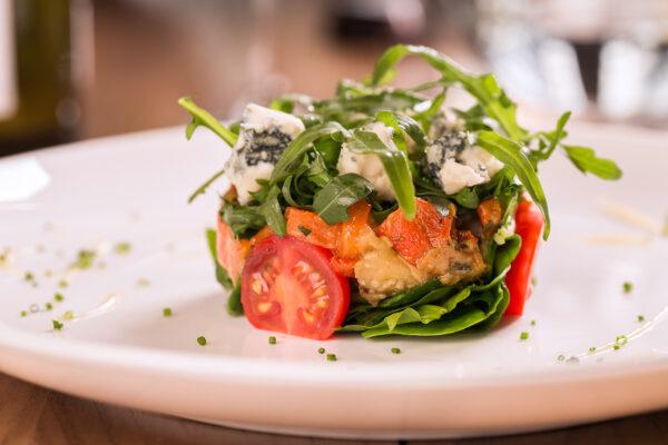 Салат з печеними овочами та сиром Горгондзола