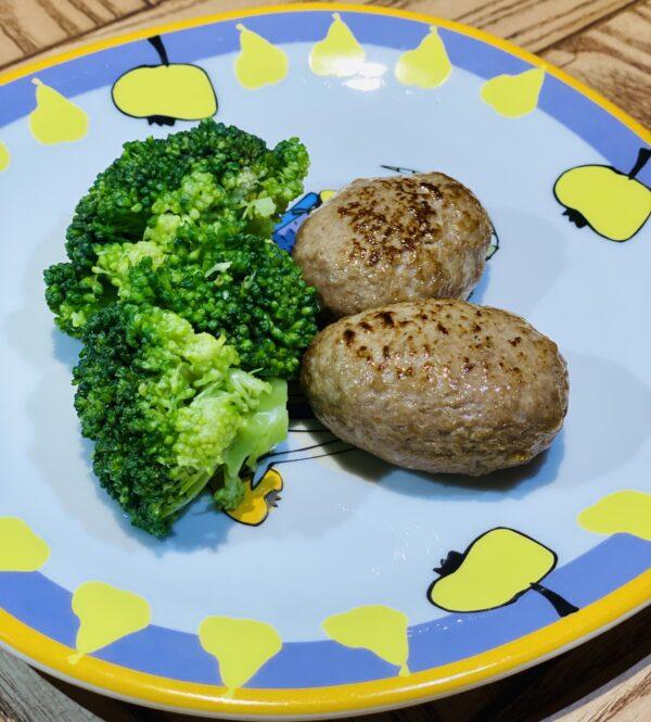 Котлетки з телятини з броколі