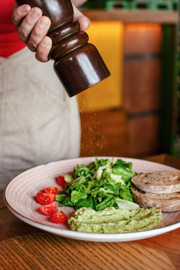 "Гуакамоле з мікс салатом та соусом ""понзу"""