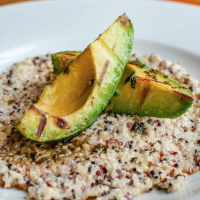 Кіноа з авокадо-гриль