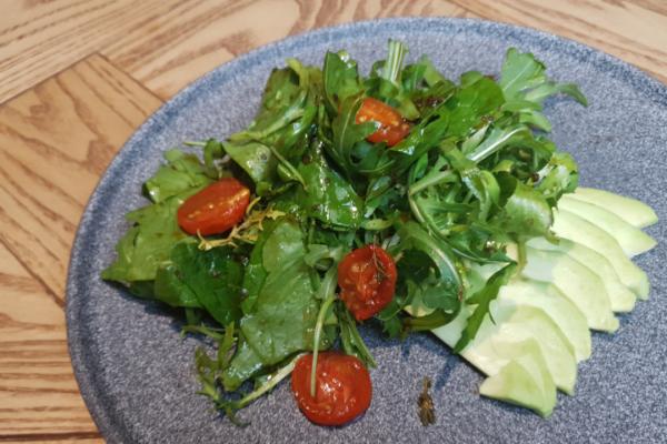 Мікс салат з авокадо, медовими черрі та соусом понзу-унагі