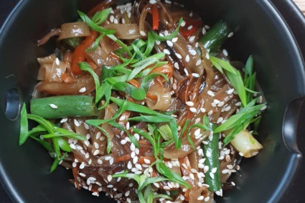Тайська локшина з овочами вок