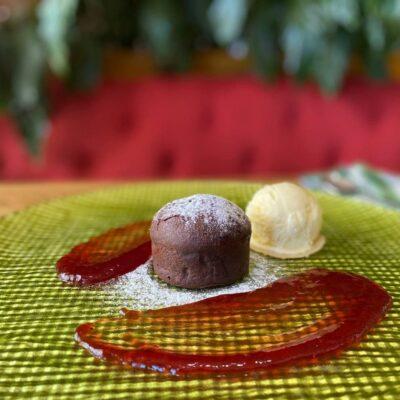 Салат з пармою, грушею та сиром «Фета»