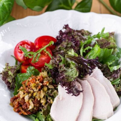 Салат з су-від індичкою та антіпасті